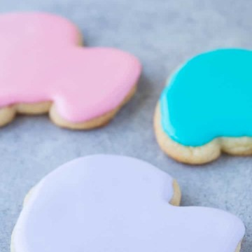 Sugar cookie icing on baby shower sugar cookies.
